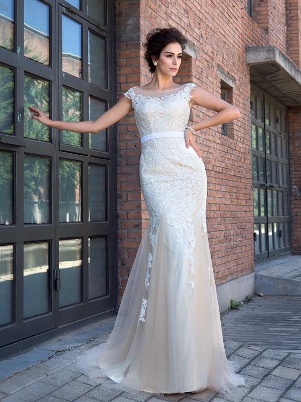 Fashion Trumpet/Mermaid Applique Short Sleeves SheerNeck Long Net Dresses