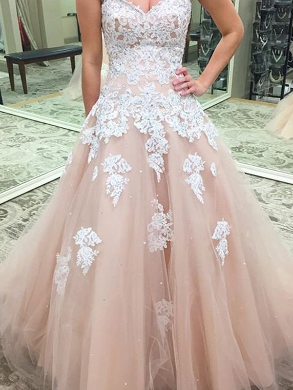 Fashion Ball Gown Sleeveless Applique Sweetheart Tulle Floor-Length Dresses