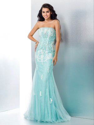 Fashion Trumpet/Mermaid Applique Sleeveless Strapless Long Lace Dresses