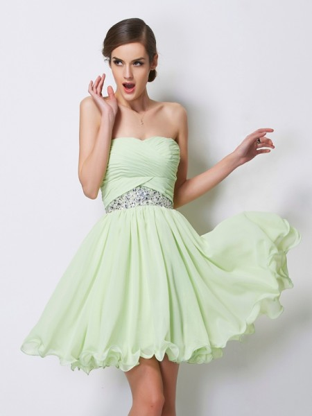 Fashion A-Line/Princess Sleeveless Short Sweetheart Beading Chiffon Homecoming Dresses