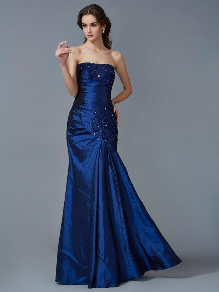 Stylish Trumpet/Mermaid Sleeveless Applique Strapless Long Taffeta Dresses