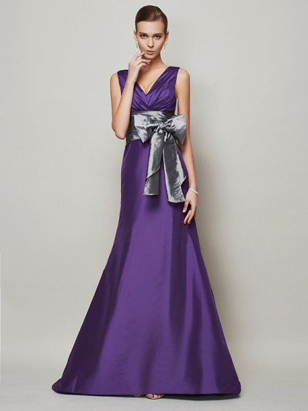 Stylish A-Line/Princess Sleeveless Sash/Ribbon/Belt V-neck Long Taffeta Dresses