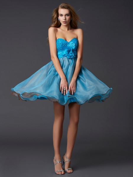 Stylish A-Line/Princess Sleeveless Lace Sweetheart Short Taffeta Homecoming Dresses
