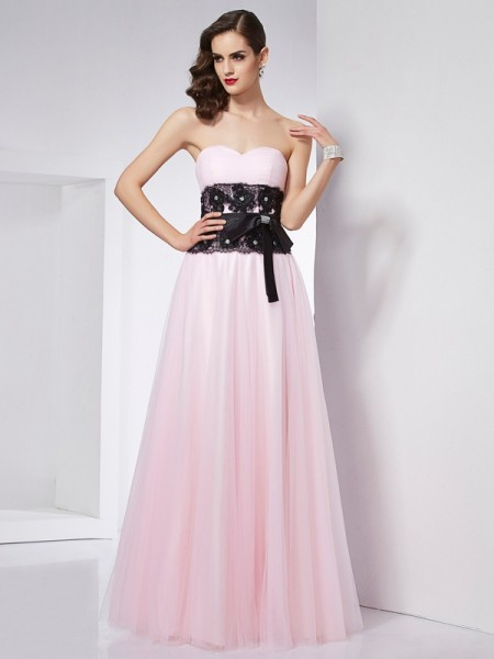 Fashion A-Line/Princess Sleeveless Lace Sweetheart Long Net Dresses