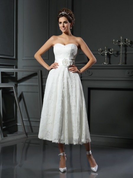 Fashion A-Line/Princess Lace Sleeveless Sweetheart Short Lace Wedding Dresses