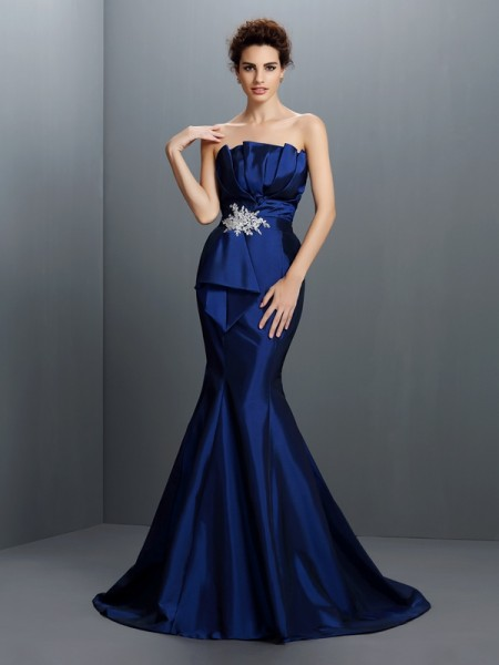 Fashion Trumpet/Mermaid Beading Sleeveless Strapless Long Taffeta Dresses
