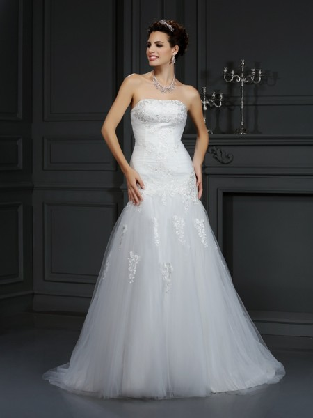 Fashion Sheath/Column Lace Sleeveless Strapless Long Satin Wedding Dresses
