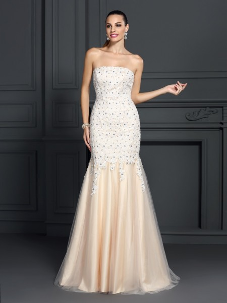 Stylish Trumpet/Mermaid Lace Sleeveless Strapless Long Satin Dresses