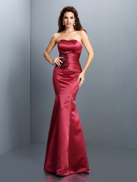 Fashion Trumpet/Mermaid Hand-Made Flower Strapless Sleeveless Long Satin Dresses