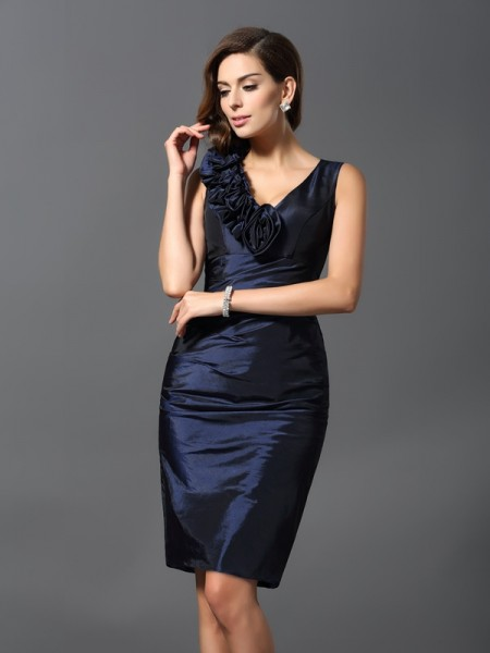 Stylish Sheath/Column Hand-Made Flower V-neck Sleeveless Short Taffeta Cocktail Dresses
