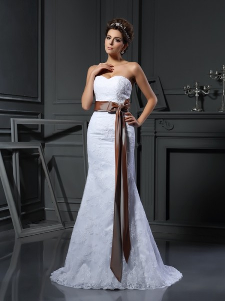 Fashion Sheath/Column Applique Sleeveless Sweetheart Long Net Wedding Dresses