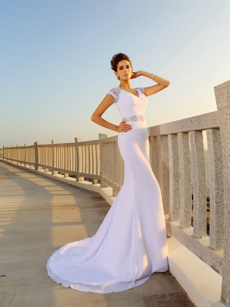 Fashion Sheath/Column Beading Sleeveless V-neck Long Chiffon Beach Wedding Dresses