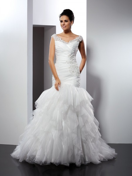 Stylish Trumpet/Mermaid Applique Sleeveless V-neck Long Tulle Wedding Dresses