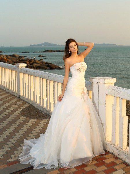 Fashion Ball Gown Hand-Made Flower Strapless Sleeveless Long Satin Beach Wedding Dresses