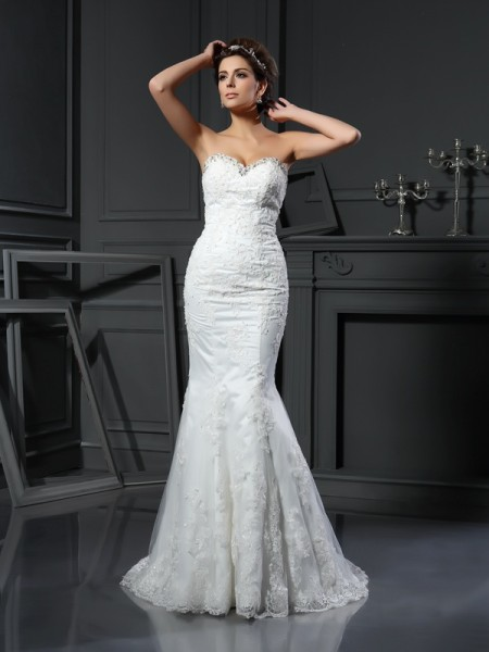 Fashion Sheath/Column Beading Sleeveless Sweetheart Long Net Wedding Dresses