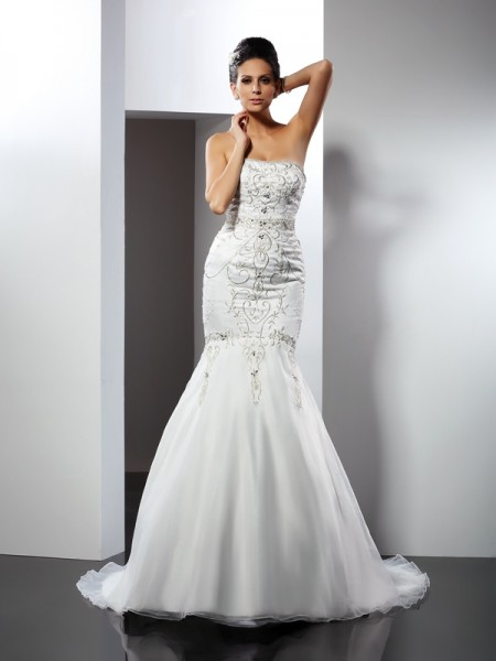 Stylish Trumpet/Mermaid Applique Sleeveless Strapless Long Satin Wedding Dresses