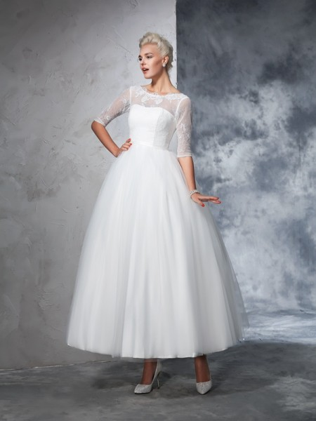 Stylish Ball Gown Lace 1/2 Sleeves Bateau Long Net Wedding Dresses