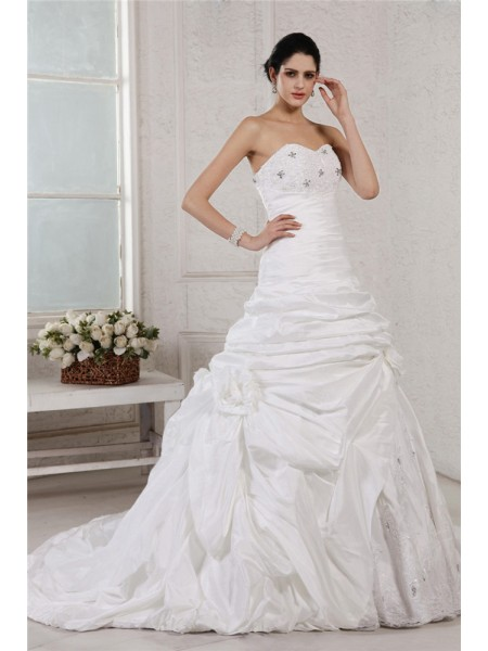 Fashion A-Line/Princess Sleeveless Applique Sweetheart Beading Long Taffeta Wedding Dresses