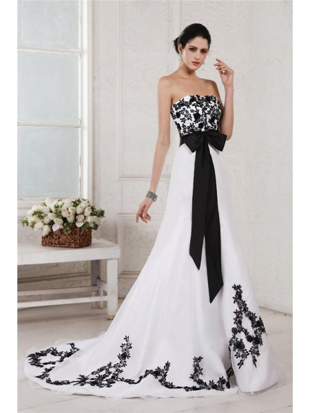 Stylish A-Line/Princess Sleeveless Embroidery Sweetheart Sash Long Net Satin Wedding Dresses