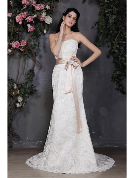Stylish Sheath/Column Sleeveless Sash Strapless Long Lace Wedding Dresses