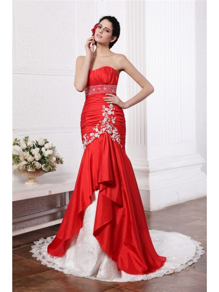 Stylish Trumpet/Mermaid Sleeveless Beading Strapless Lace Applique Long Taffeta Wedding Dresses
