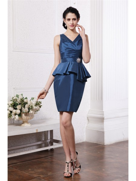 Stylish Sheath/Column Sleeveless Pleats V-neck Beading Short Taffeta Cocktail Dresses