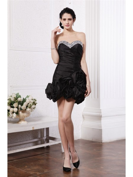 Fashion Sheath/Column Sleeveless Beading Sweetheart Pleats Short Taffeta Cocktail Dresses
