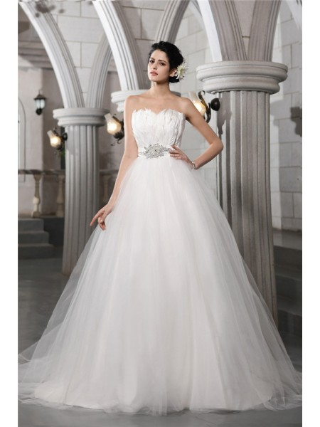 Stylish Ball Gown Sleeveless Beading Strapless Feather Long Net Wedding Dresses