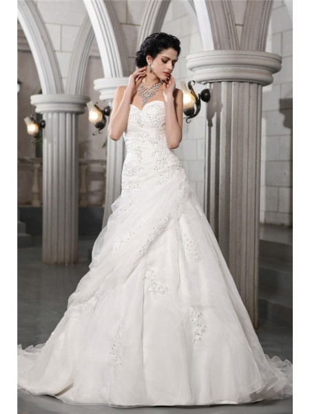Stylish A-Line/Princess Sleeveless Beading Sweetheart Applique Long Organza Wedding Dresses