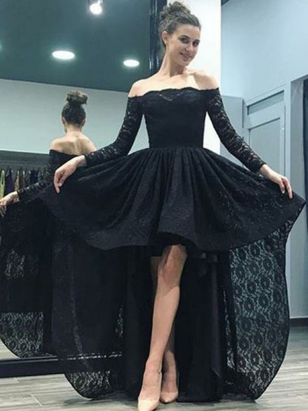 Fashion Sweep/Brush Train A-Line/Princess Long Sleeves Off-the-Shoulder Lace Dresses