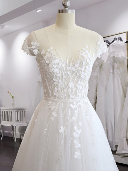 A-Line/Princess V-neck Court Train Short Sleeves Applique Tulle Wedding Dresses