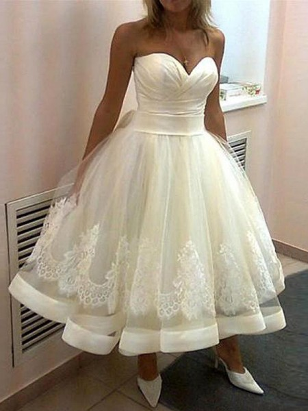 Fashion Ball Gown Sweetheart Tulle Applique Sleeveless Tea-Length Wedding Dresses