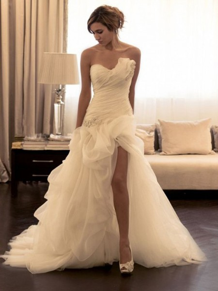 Stylish Ball Gown Beading Sweetheart Organza Sleeveless Sweep/Brush Train Wedding Dresses