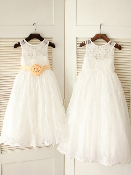 The Most Fashionable A-line/Princess Scoop Sleeveless Sash/Ribbon/Belt Long Lace Dresses